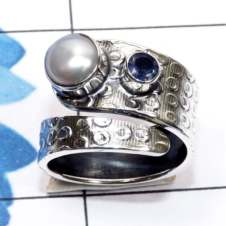 Pearl Iolite C - PPR994-Pearl with Cut Gemstone 925 Silver Hammered Oxidised Ring