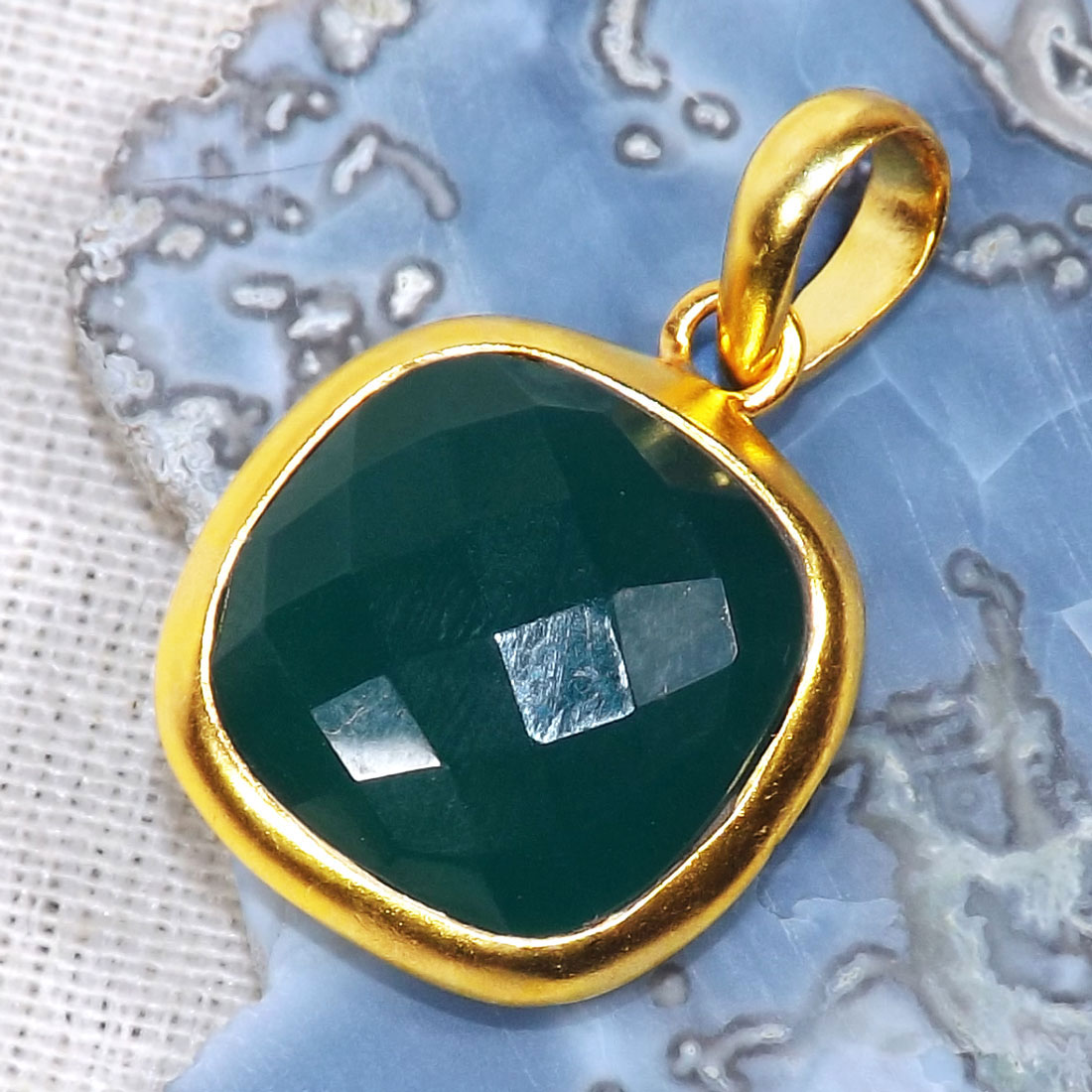 Green Onyx C - BGP999-14TO15mm Cushion Looking Amazing Pendants of 18 Crt Gold