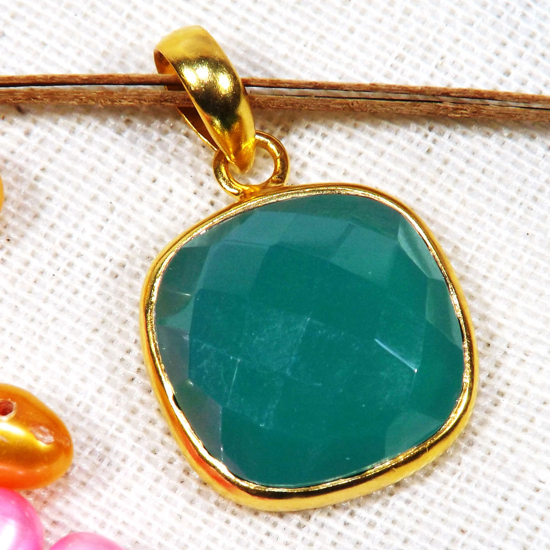 Green Onyx Cut F - BGP999-14TO15mm Cushion Looking Amazing Pendants of 18 Crt Gold