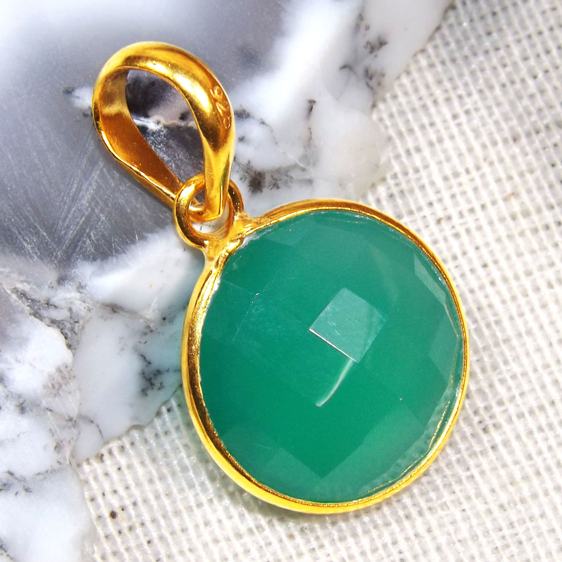Green Onyx E - BGP996-15MM Round Bezal 18 Crt Gold Plated 925 Sterling Silver P