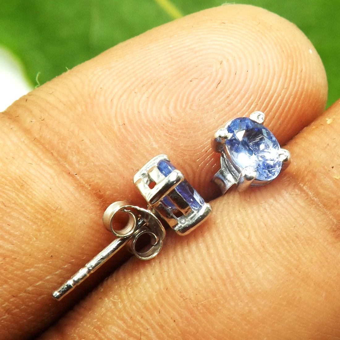 Tanzanite Cut E - SFJ980-4x6 Oval Beautiful Tanzanite 925 Sterling Silver Stud Ear