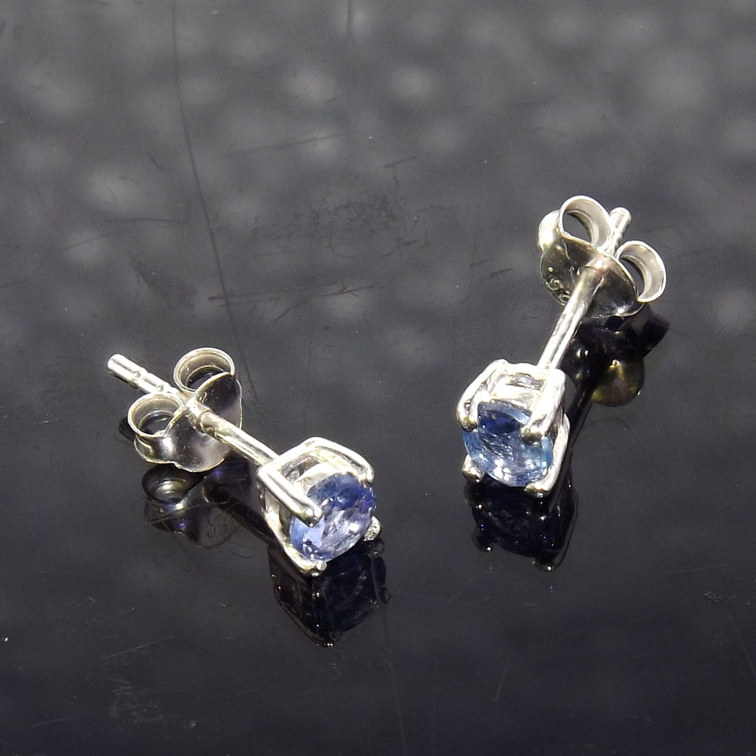 Tanzanite Cut F - SSE861-4x4 Round Stunning Tanzanite 925 Sterling Silver Stud Ear